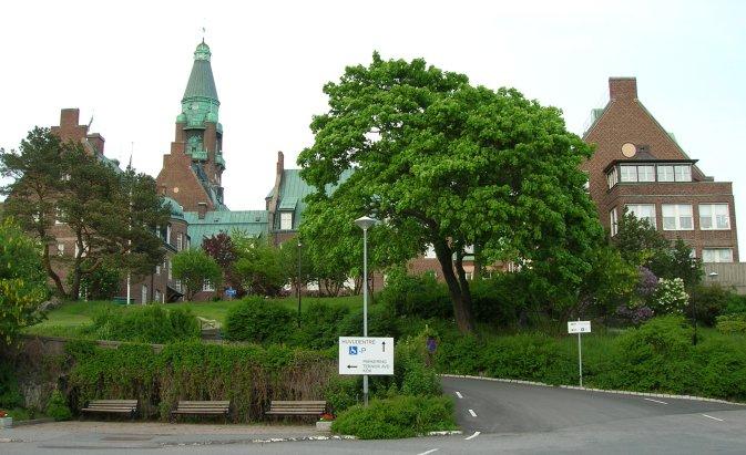 Danvikshem från väster huvudentren juni 2005.jpg