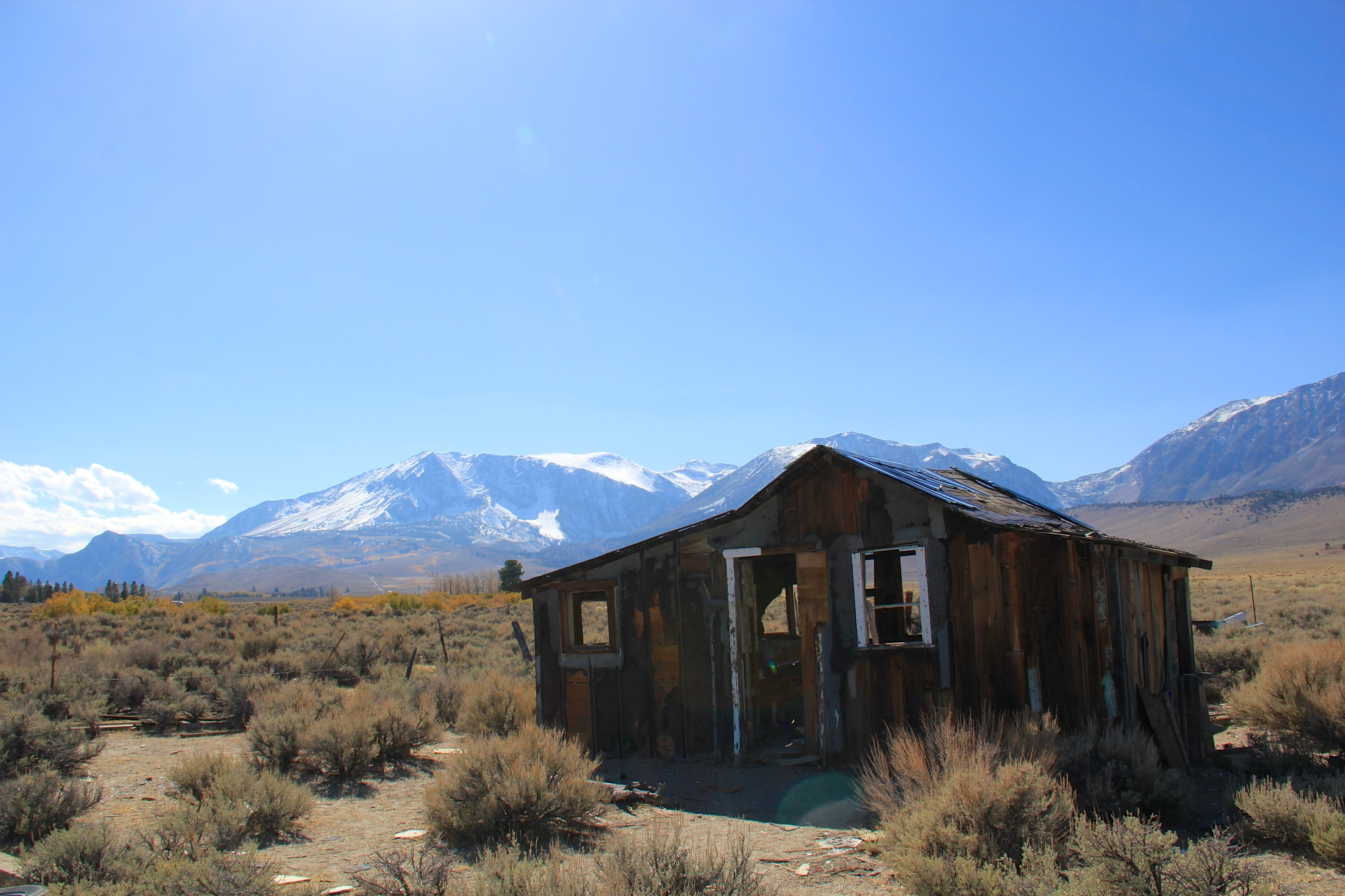 File Decay House And Sierra Nevada Mountains Flickr Daveynin Jpg Wikimedia Commons