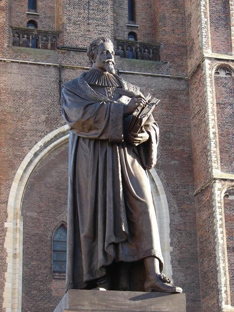 Standbeeld Van Hugo De Groot Delft Wikipedia