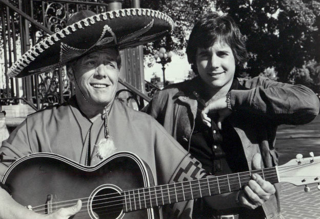 Paypay:Desi arnaz sr and jr 1974.JPG