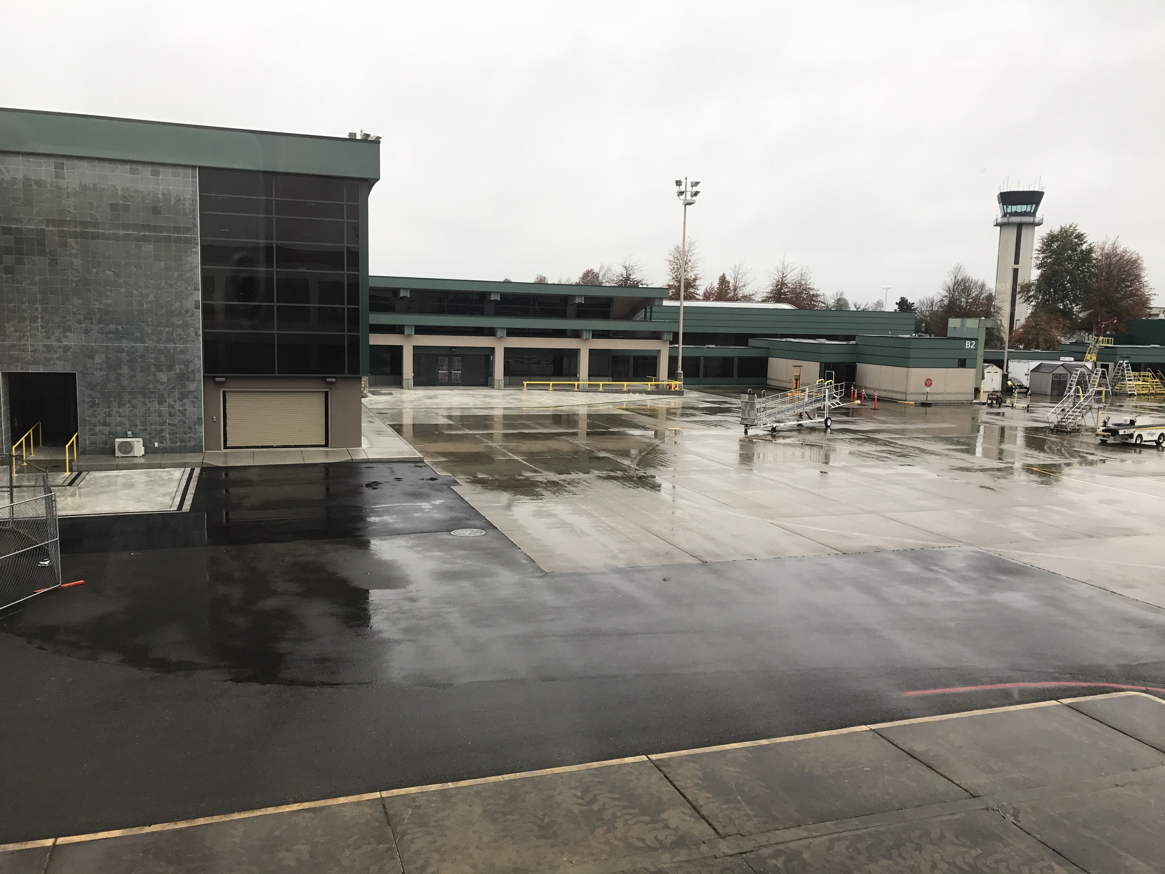 Eugene oregon airport best airport 2017 eugene airport 96 photos 108 reviews airports 28801 douglas freerunsca Image collections