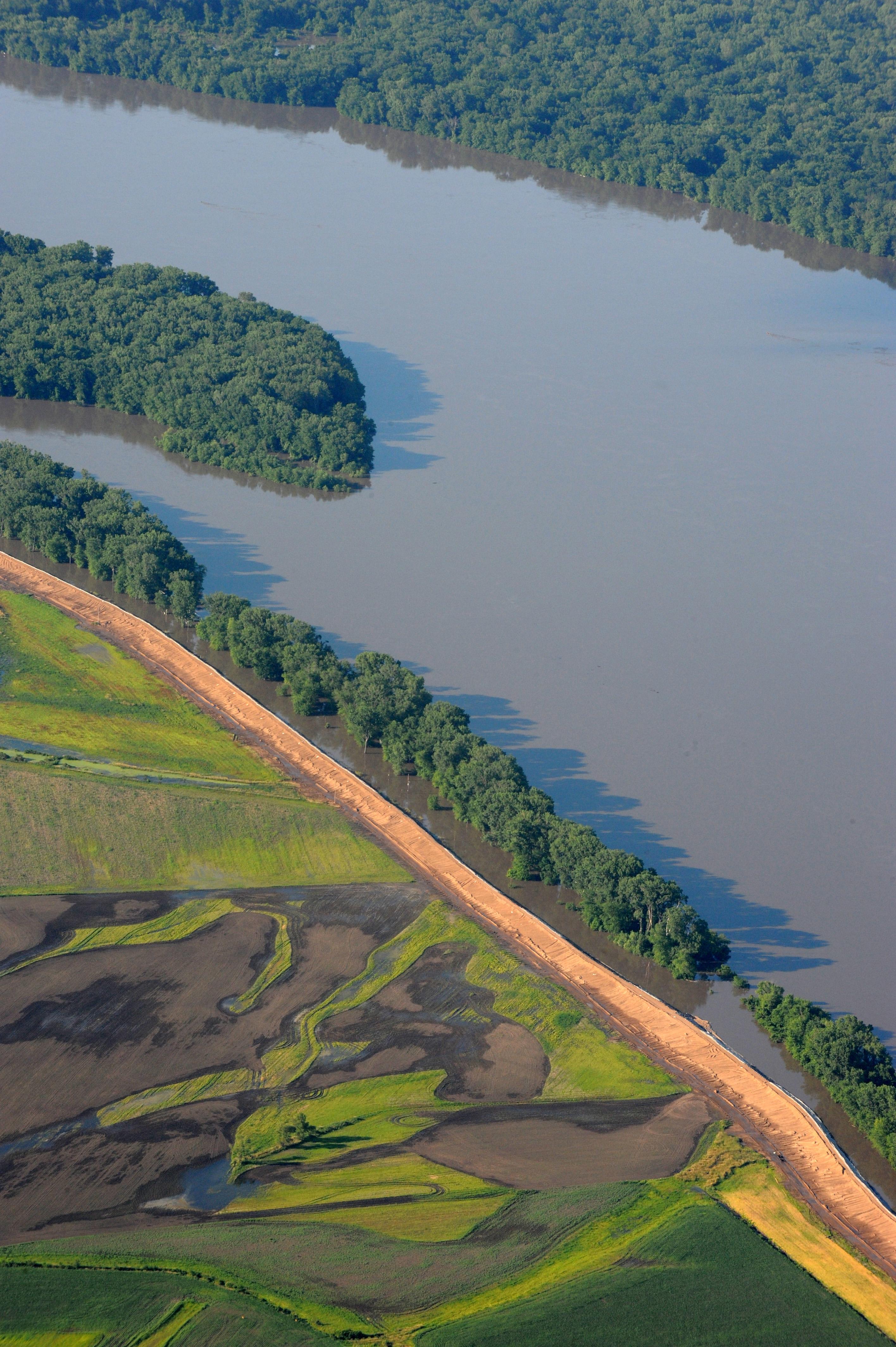 File FEMA 36508 Aerial of Mississippi River in Wikimedia C