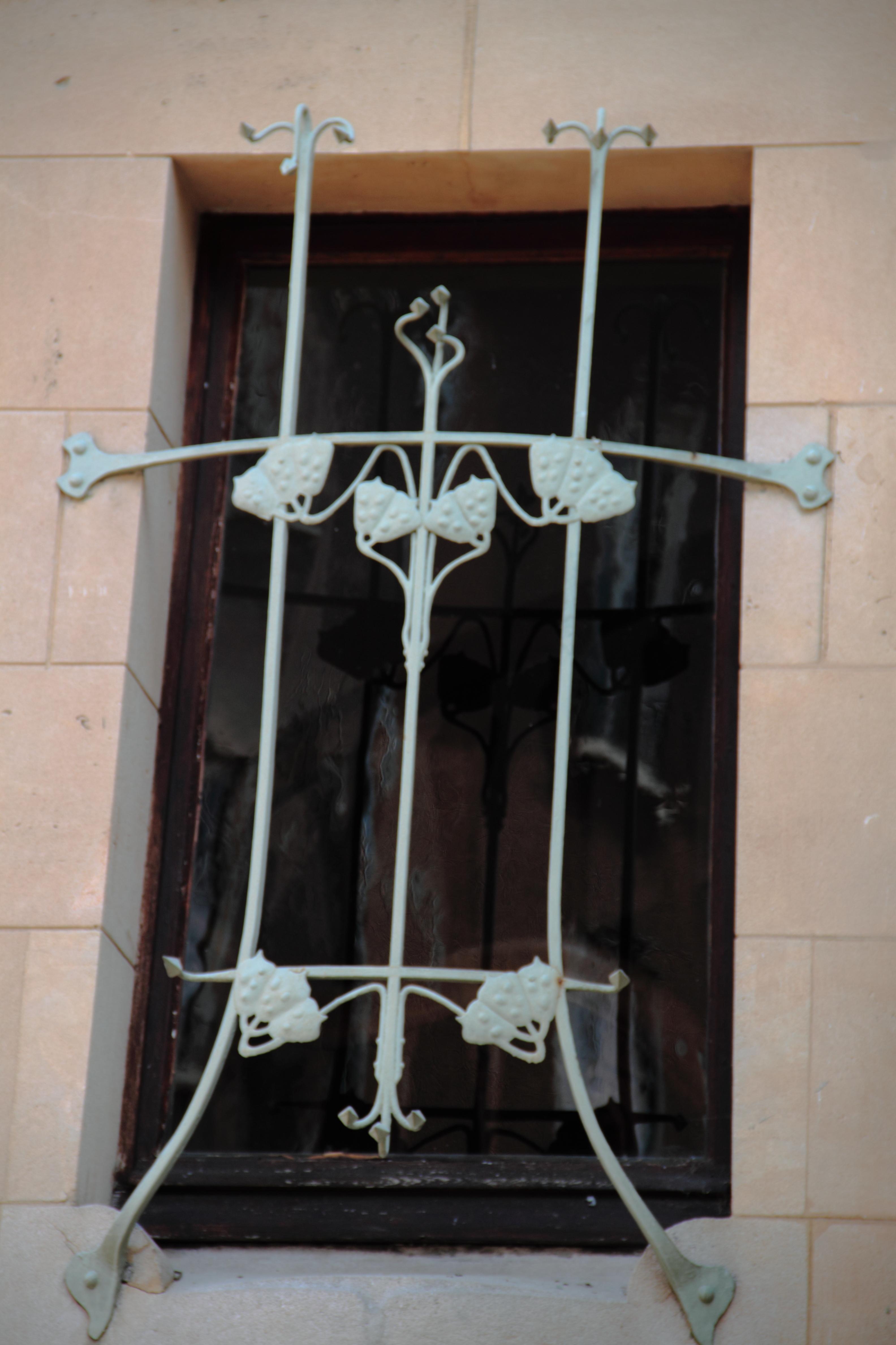 File fen tre grille villa wikimedia commons for Fenetre villa