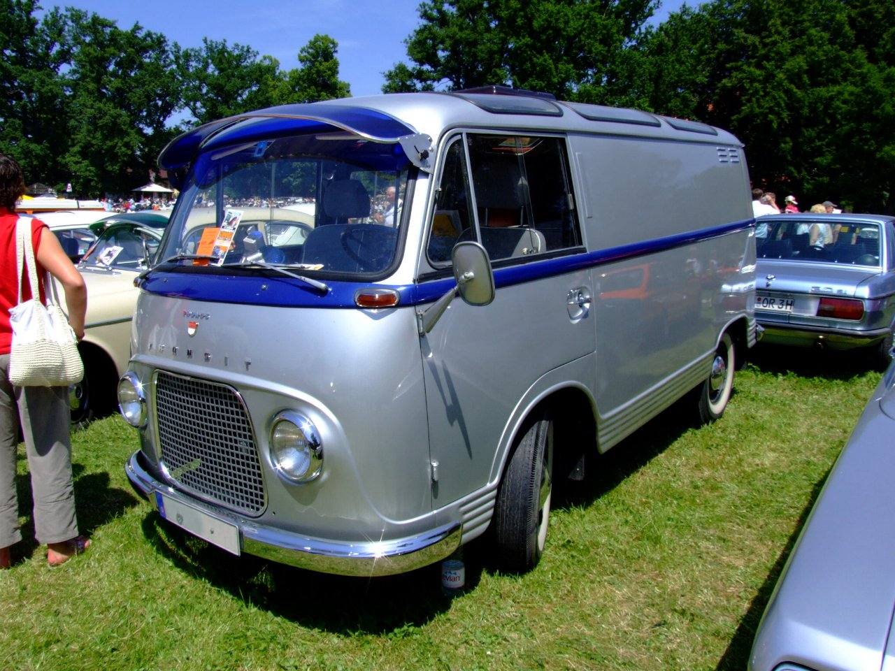 http://upload.wikimedia.org/wikipedia/commons/1/1b/Ford_Taunus_Transit_1964_1.JPG