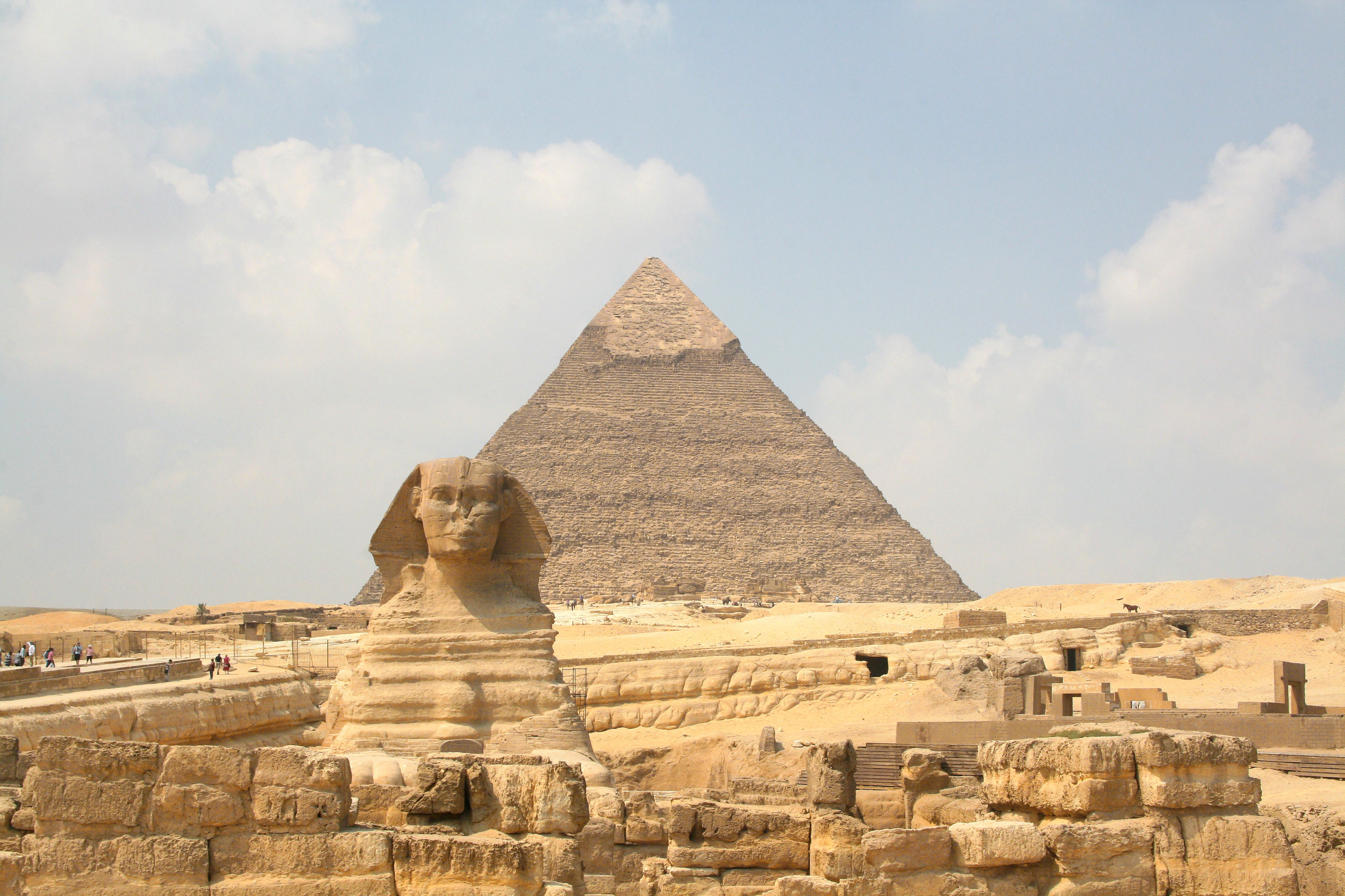 an overview of the history of the great pyramids in giza egypt Archaeologists believe they have solved one of history's most puzzling questions - how the ancient egyptians transported over 170,000 tons of limestone to build the great pyramid at giza new .