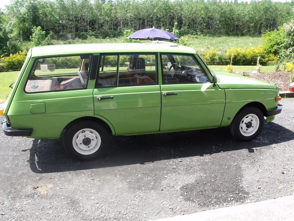 Description green car in ireland