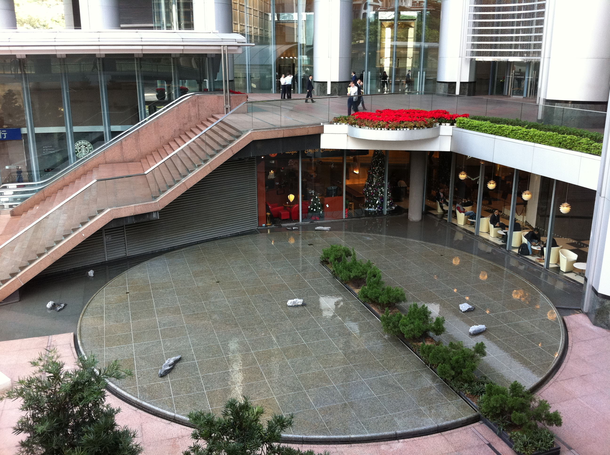 File:HK Central Citibank Plaza Terrace Stairs N Water Pool At Garden Road  Dec