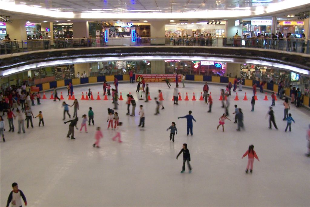 file ice skating mall taman anggrek jpg wikimedia commons rh commons wikimedia org