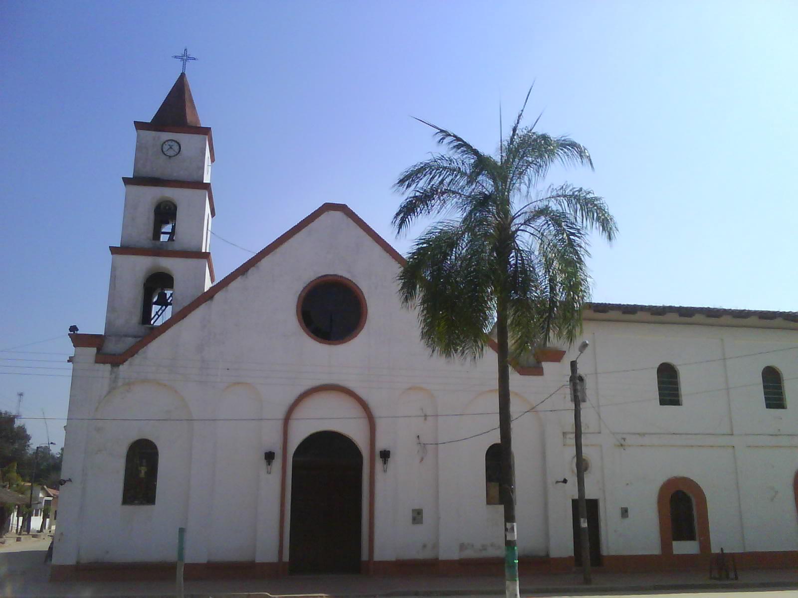 Descripción Iglesia de Charagua (Frontis), Provincia Cordillera del