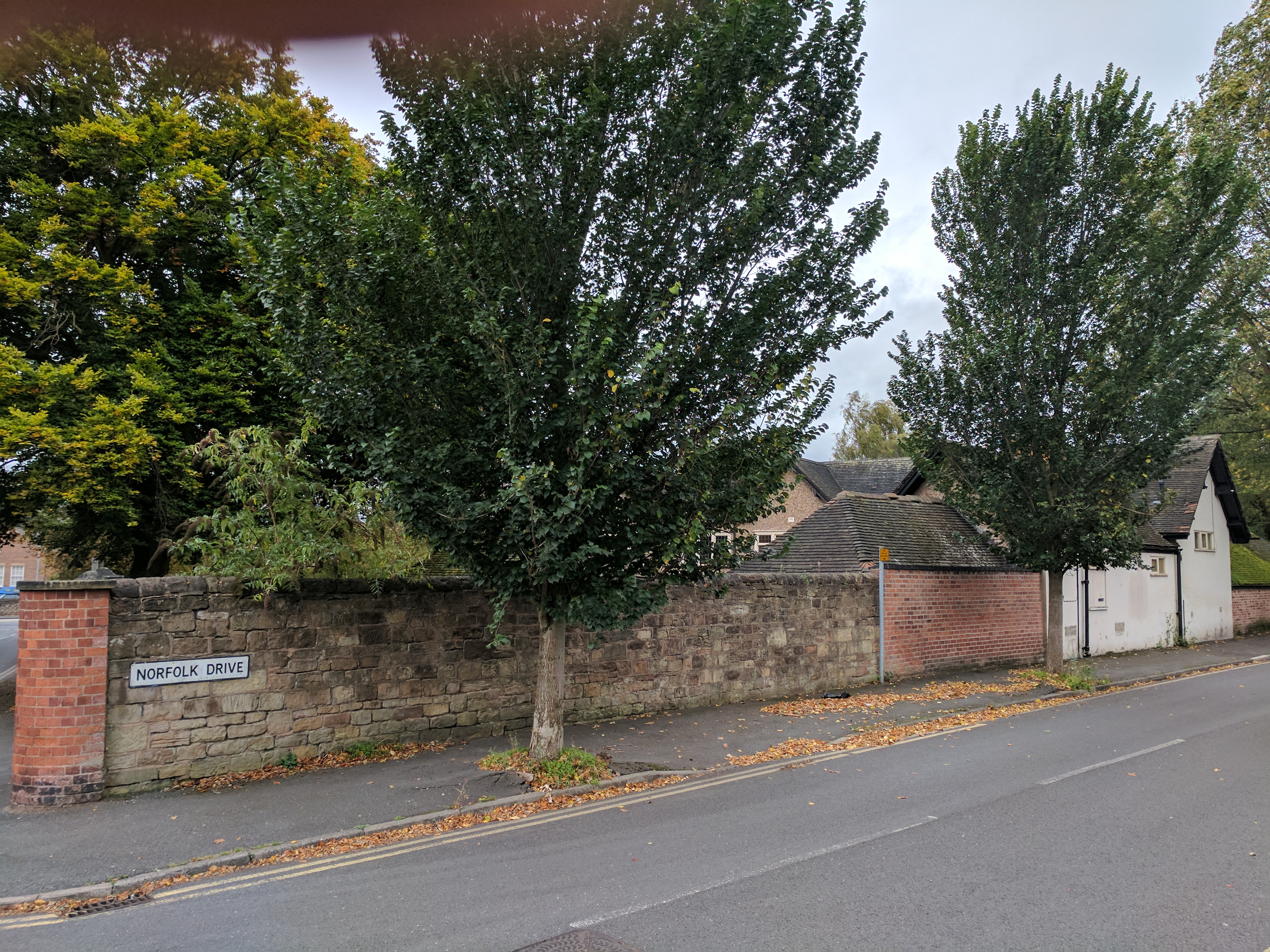 File Innisdoon And Attached Garden Wall And Gate Piers Norfolk