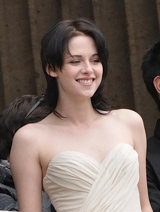 Кристен Стюарт (Kristen Stewart) родилась 9 апреля 1990).  Стала.