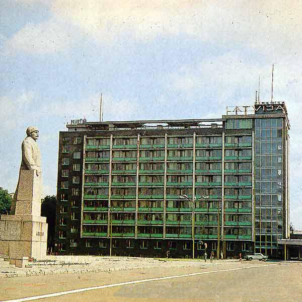 Statue de Lénine en Lettonie pendant l'URSS.