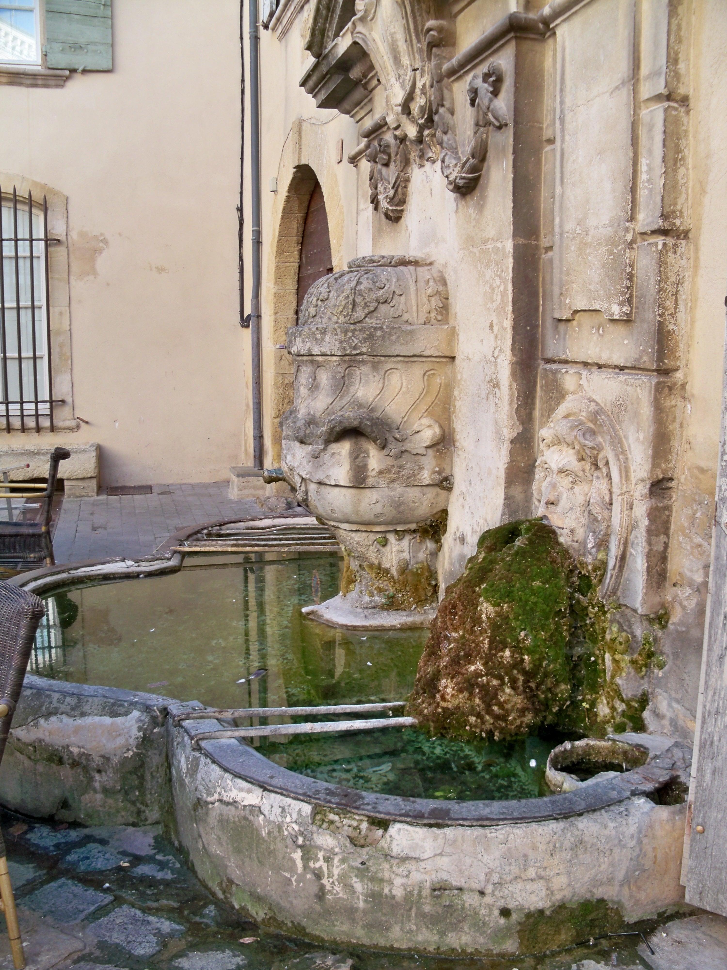 file lourmarin fontaine wikimedia commons