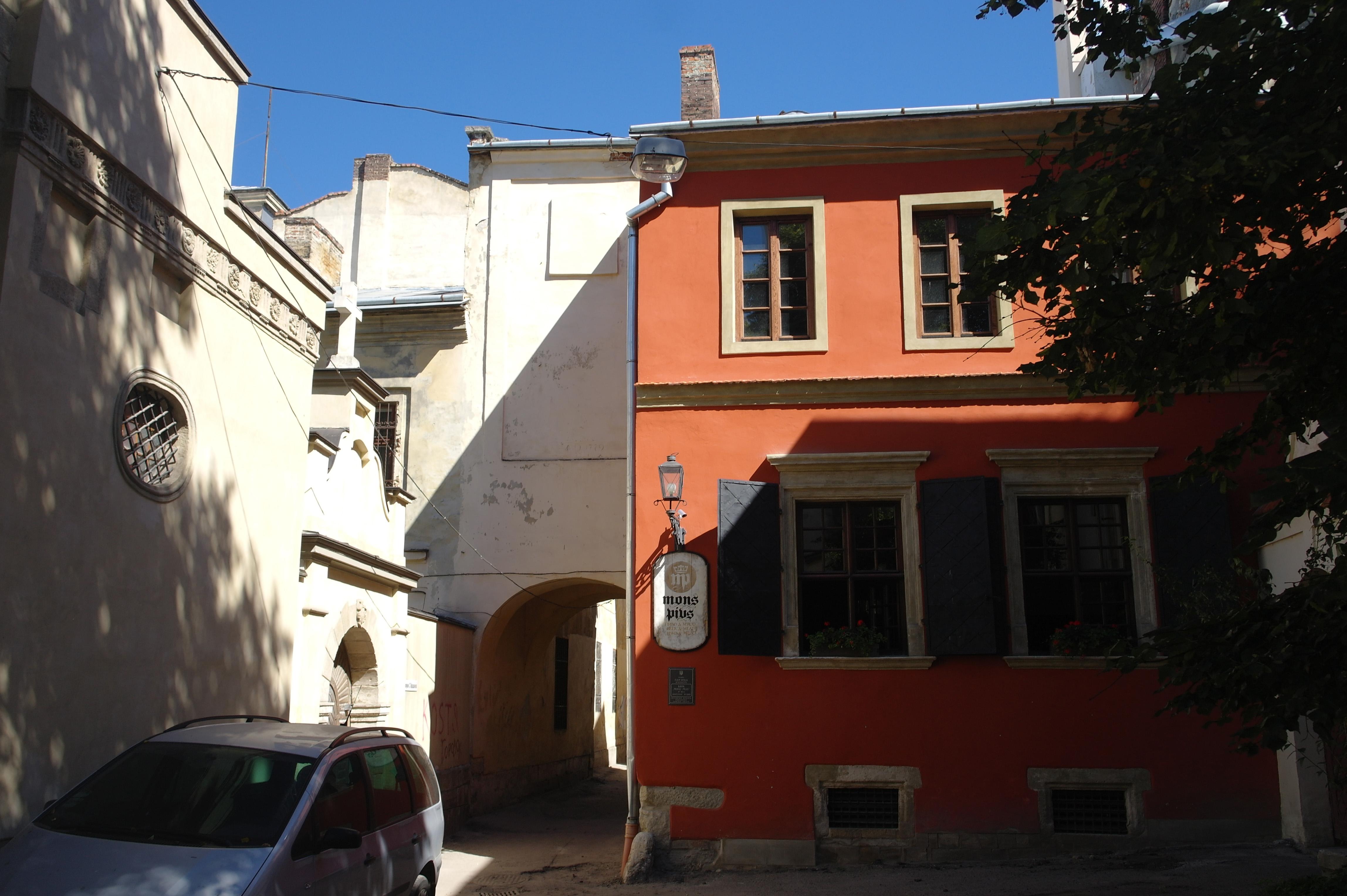 File:Lviv Virmensky sobor bank SAM 2427 46-101-0180.JPG
