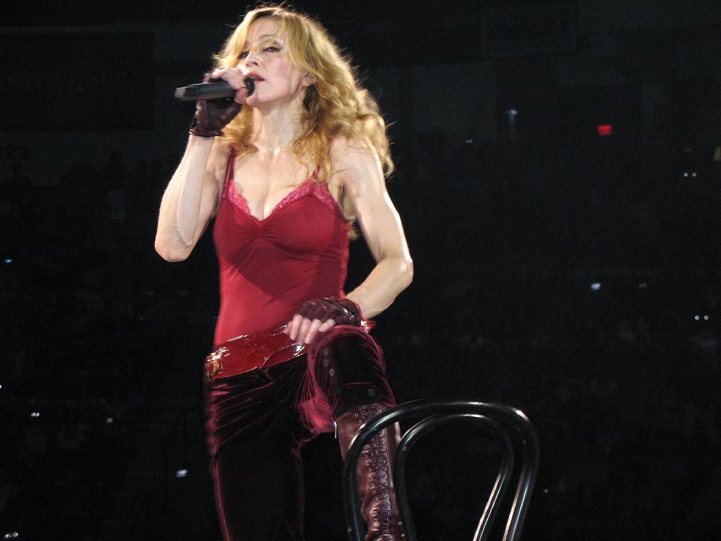 Songtext von Madonna - Forbidden Love Lyrics