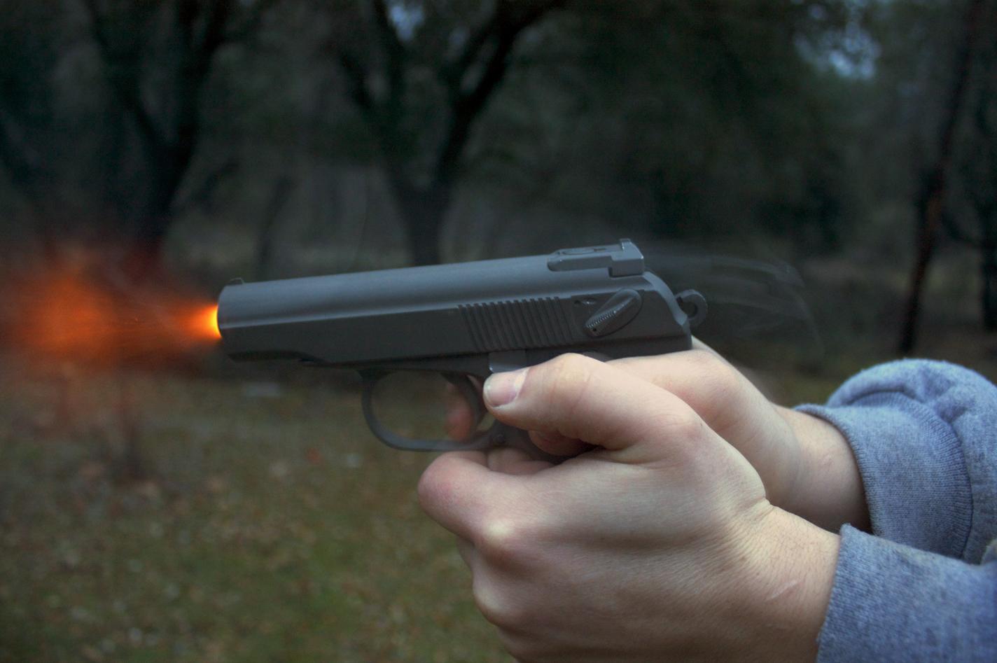 Відпочивальник у Лазурному отримав постріл у спину