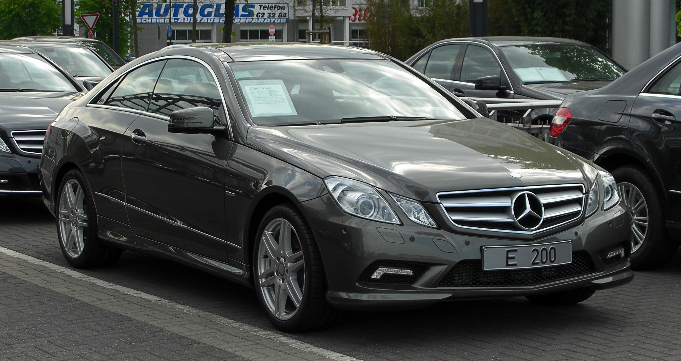 File:Mercedes-Benz E 200 CGI BlueEFFICIENCY Coupé Sport ...