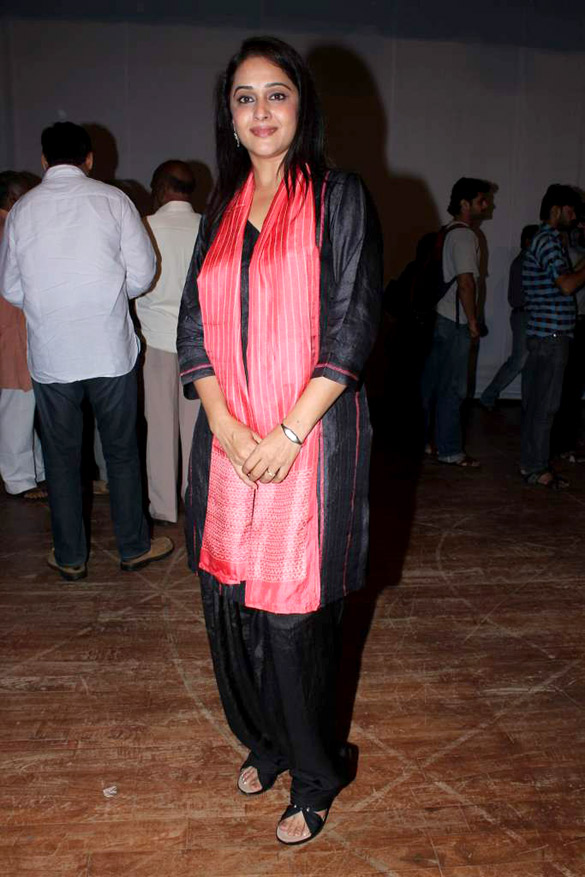 File:Mrinal Kulkarni snapped at the press meet for movie on