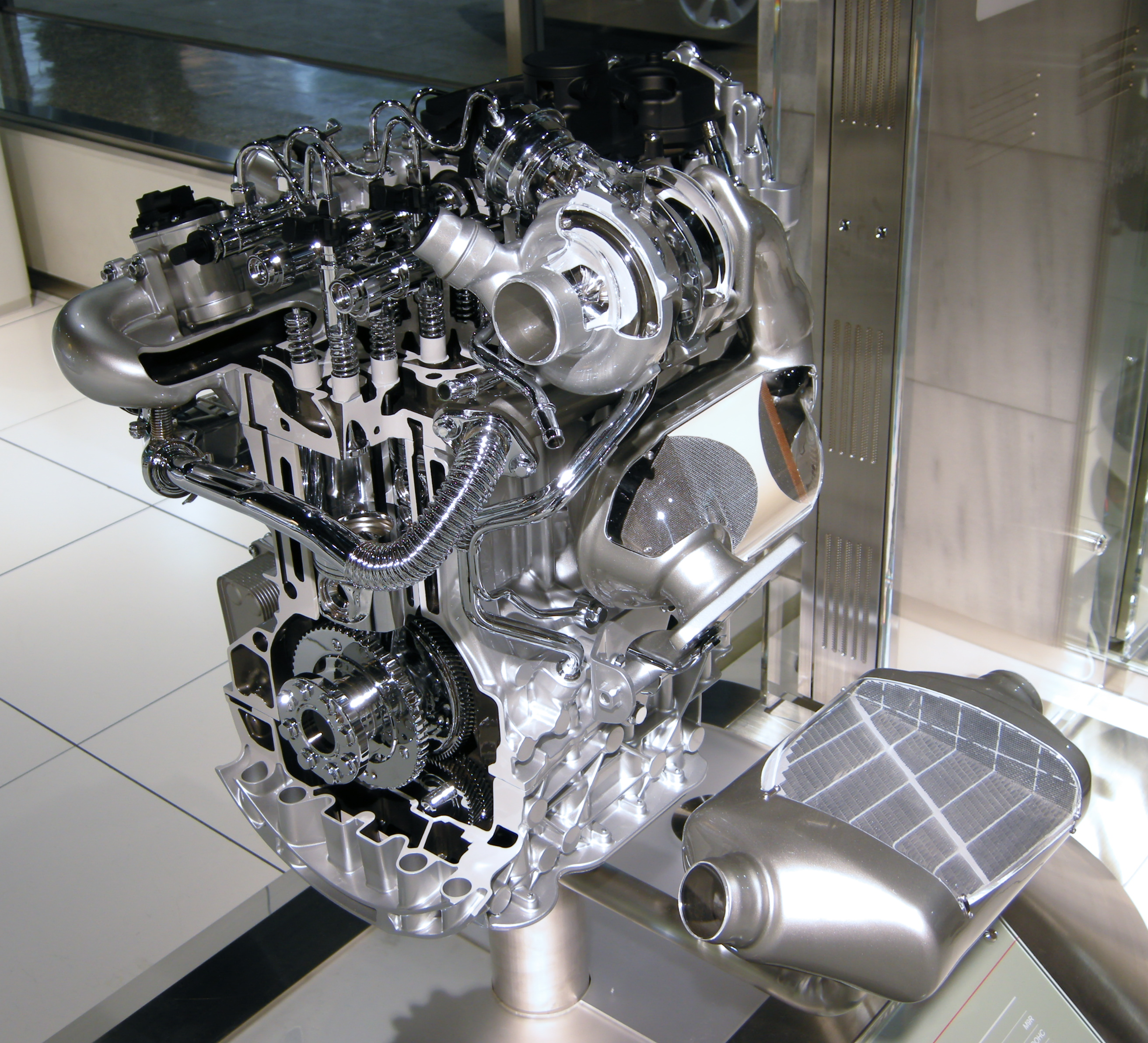 File Nissan M9r Engine 01 Jpg Wikimedia Commons