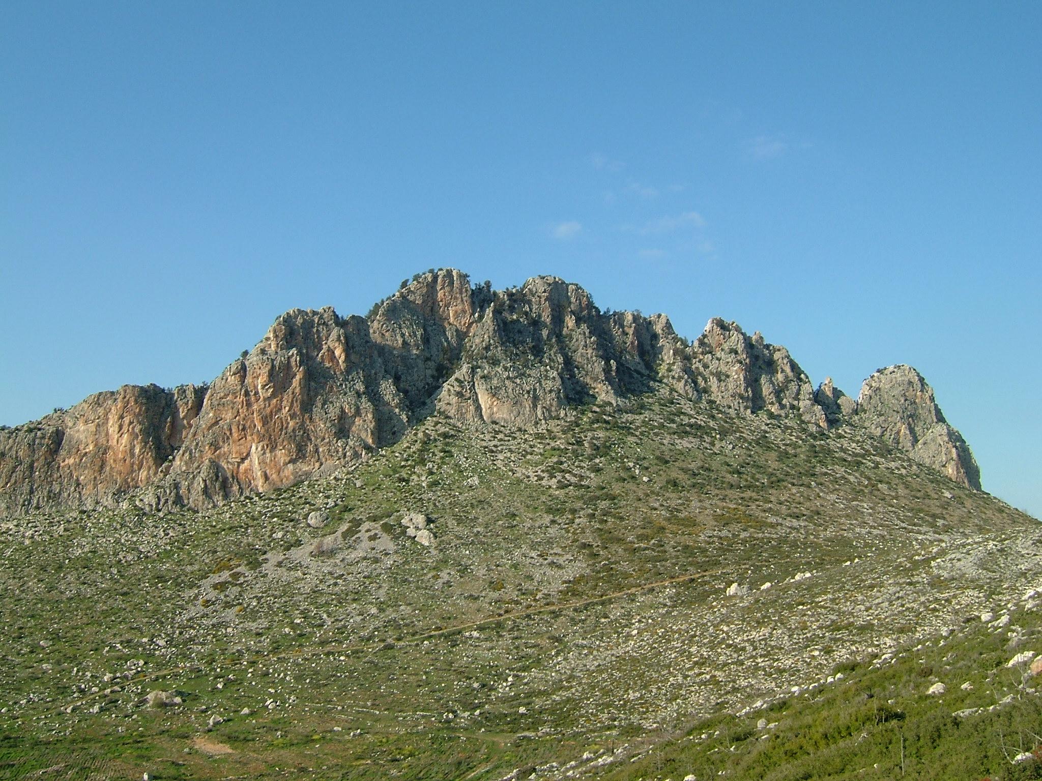 彭塔扎克蒂洛斯山