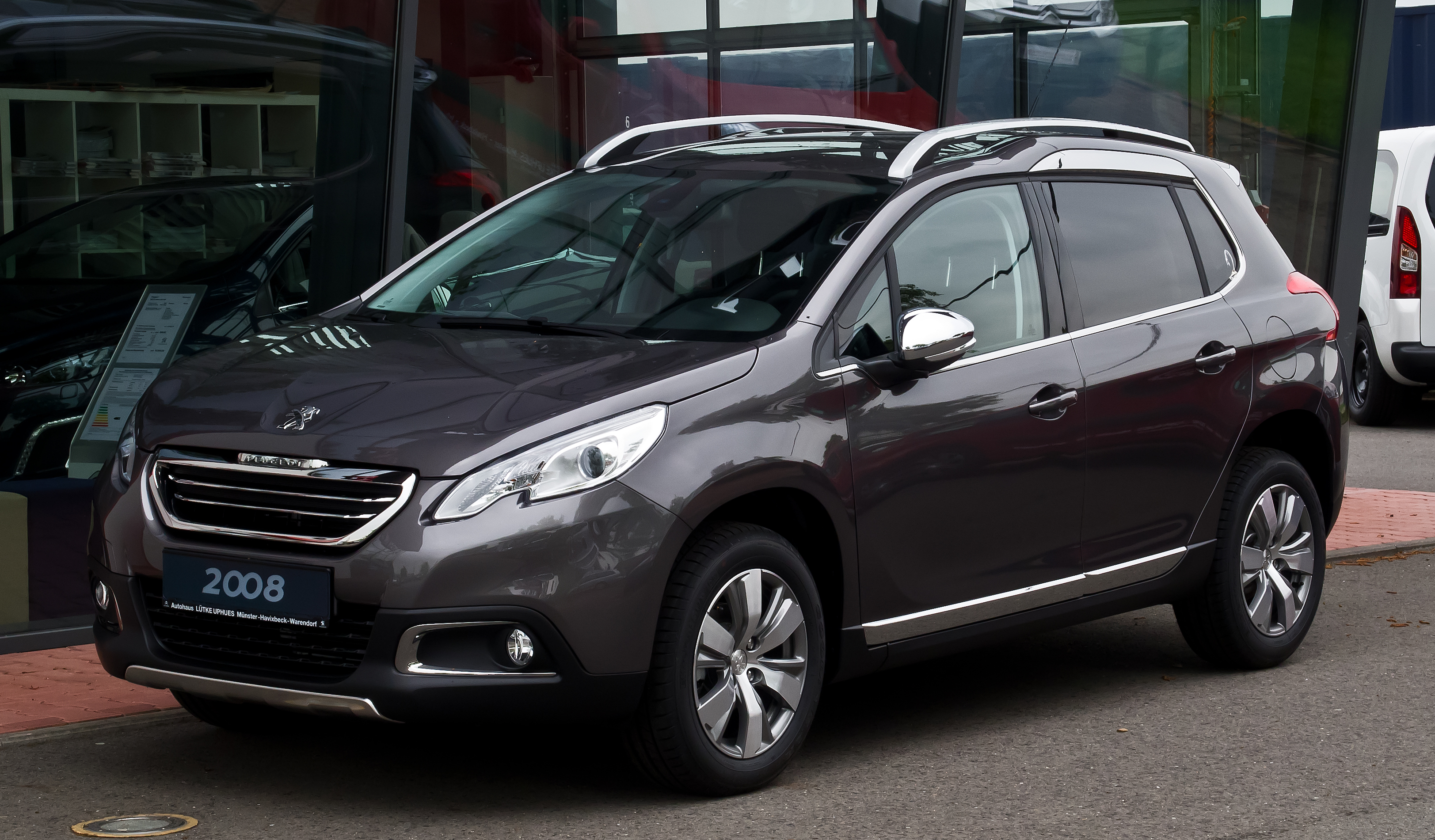 Description Peugeot 2008 82 VTi Allure Frontansicht 18 Mai 2013