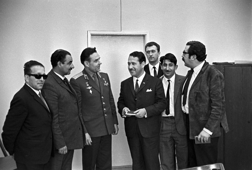 RIAN_archive_577300_Cosmonaut_Vladimir_Komarov_and_Chilean_journalists.jpg