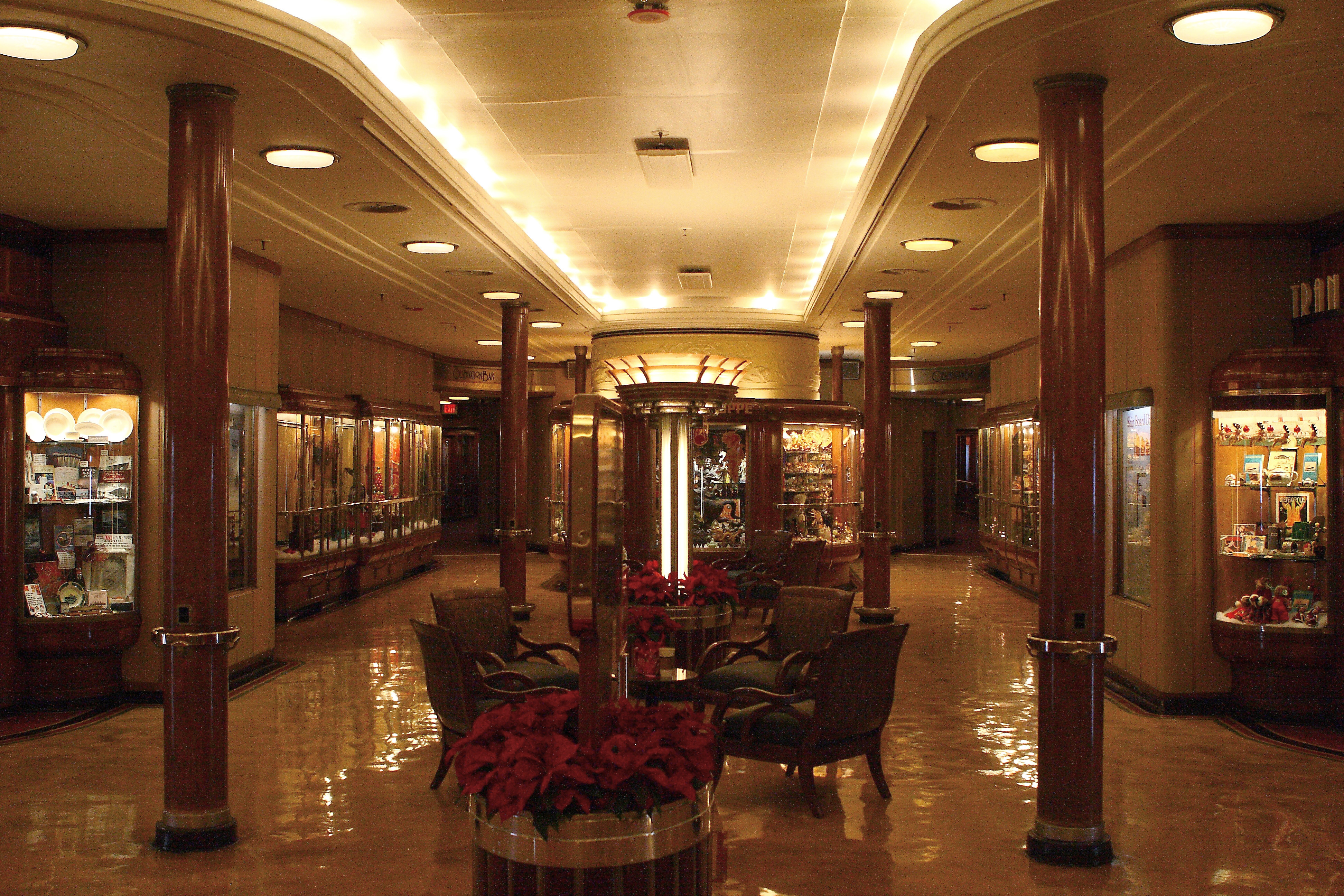 Rms queen mary interior the image kid for Queen mary 2 interieur