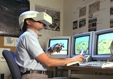 http://upload.wikimedia.org/wikipedia/commons/1/1b/Realite_virtuelle.jpg