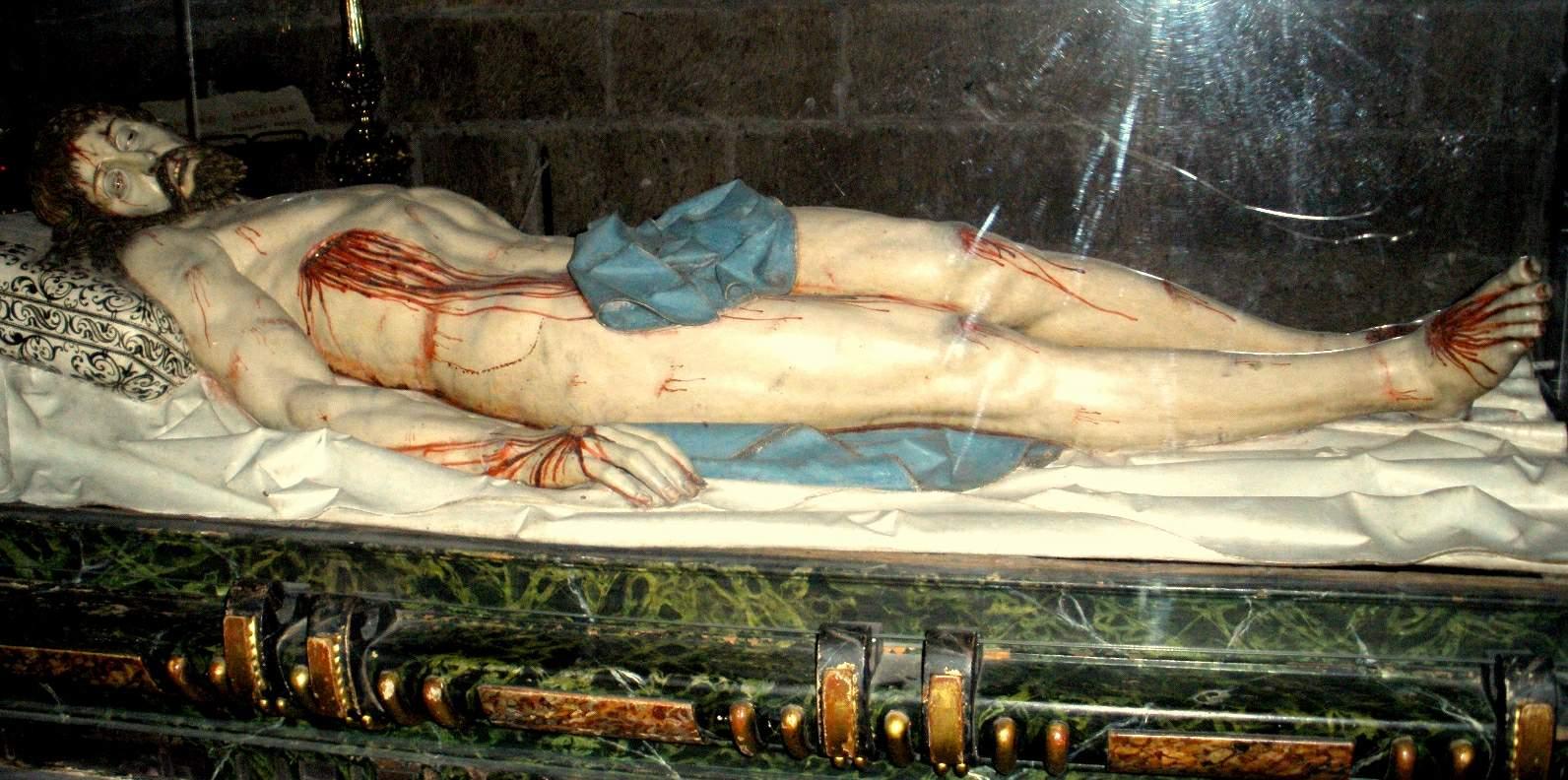 File:Segovia - Catedral, Capilla del Descendimiento-Cristo Yacente de G.  Fernandez