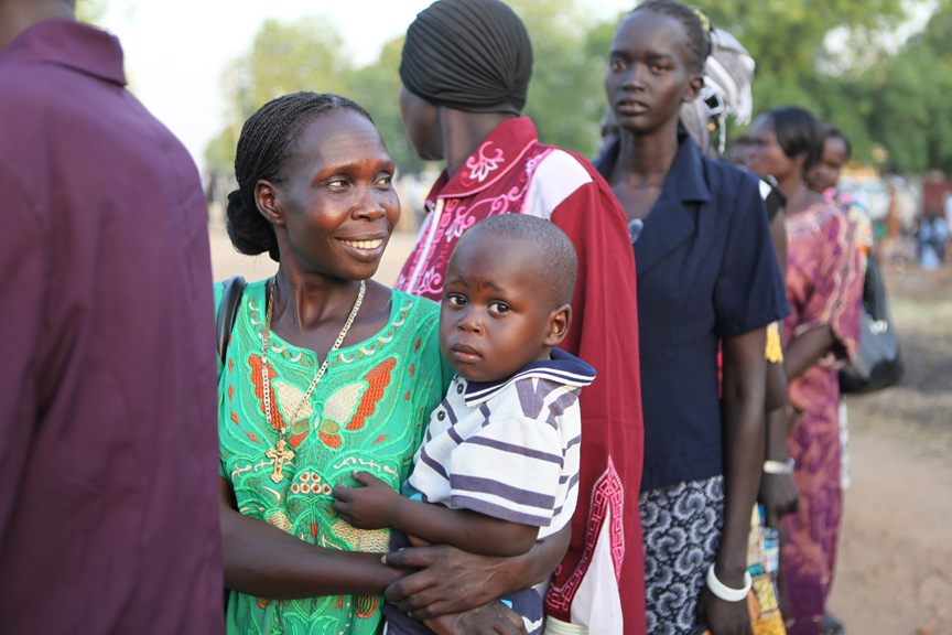 Southern Sudanese line up to vote in Juba, January 9, 2011