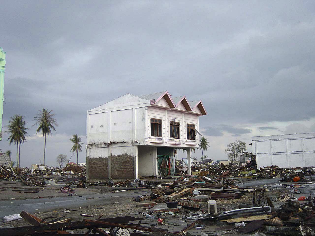 file street in downtown banda aceh after 2004 tsunami dd sd 06