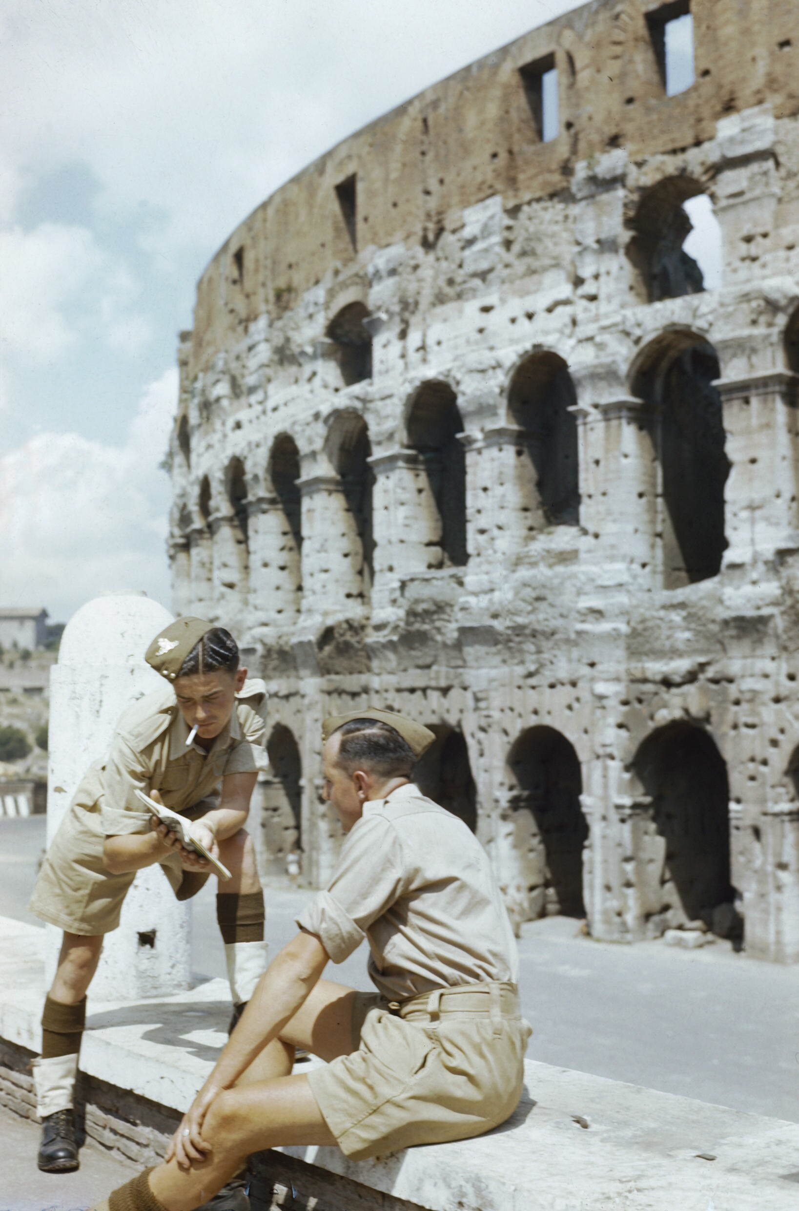 File the british army on leave in italy june 1944 tr1959 for Day office roma
