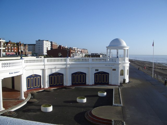 The Colonnade Coffee House on Bexhill Seafront - geograph.org.uk - 295372