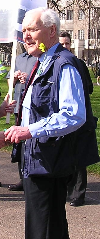 Tony Benn about to join the March 2005 anti-wa...