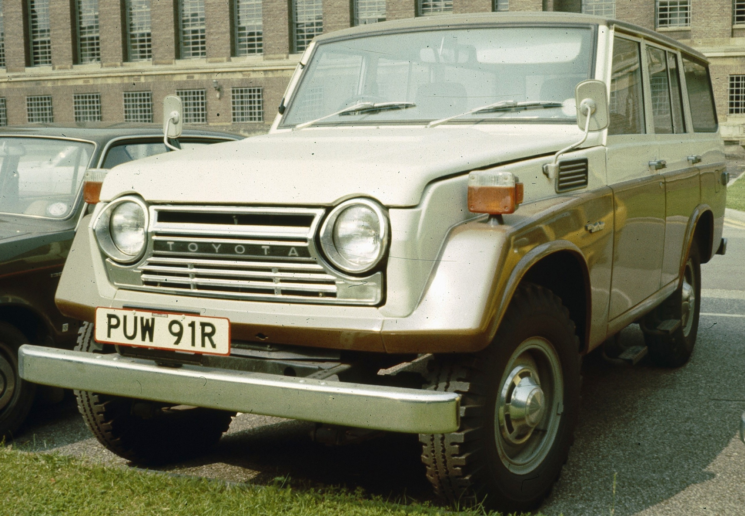 Toyota Land Cruiser Front End UL 1977.jpg