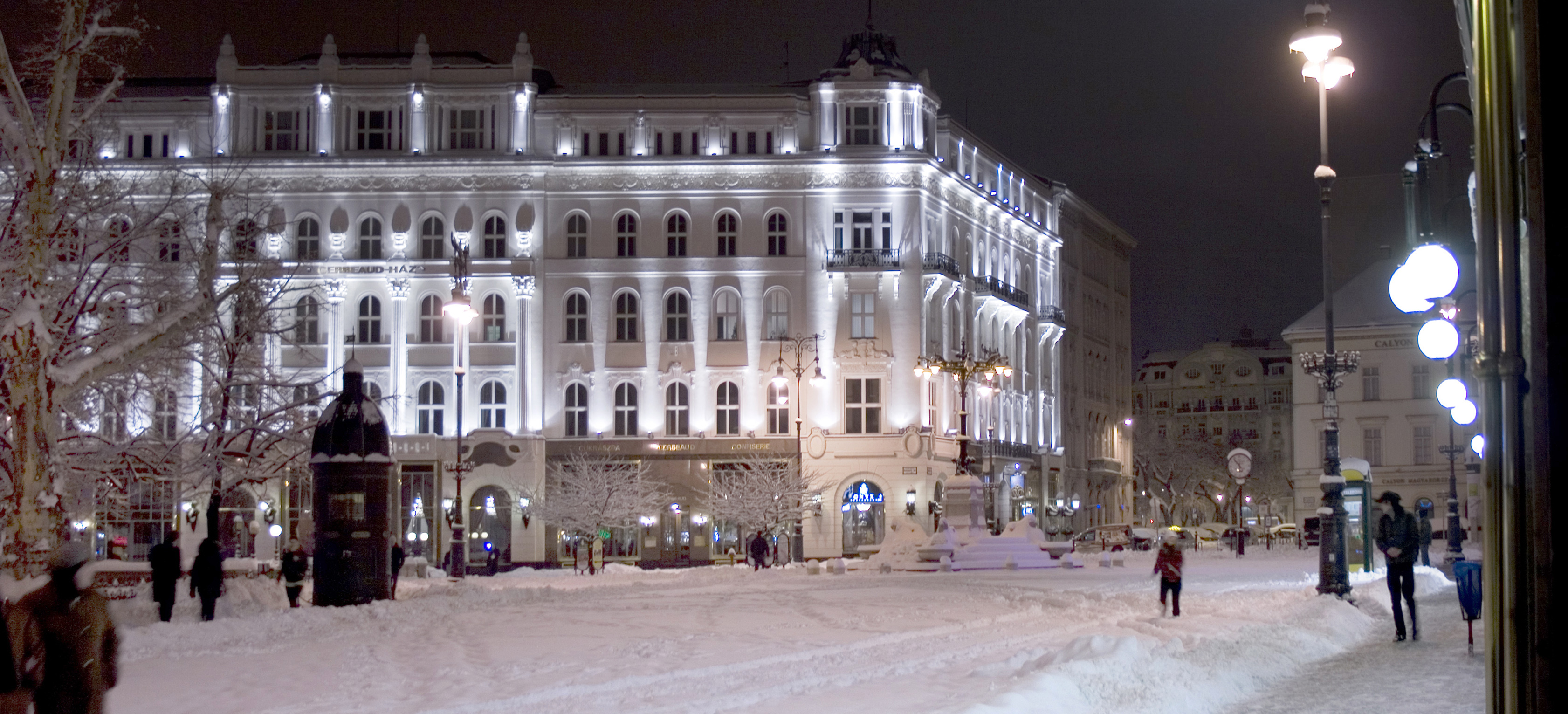 File V 246 R 246 Smarty Square Snowy Winter Budapest Jpg