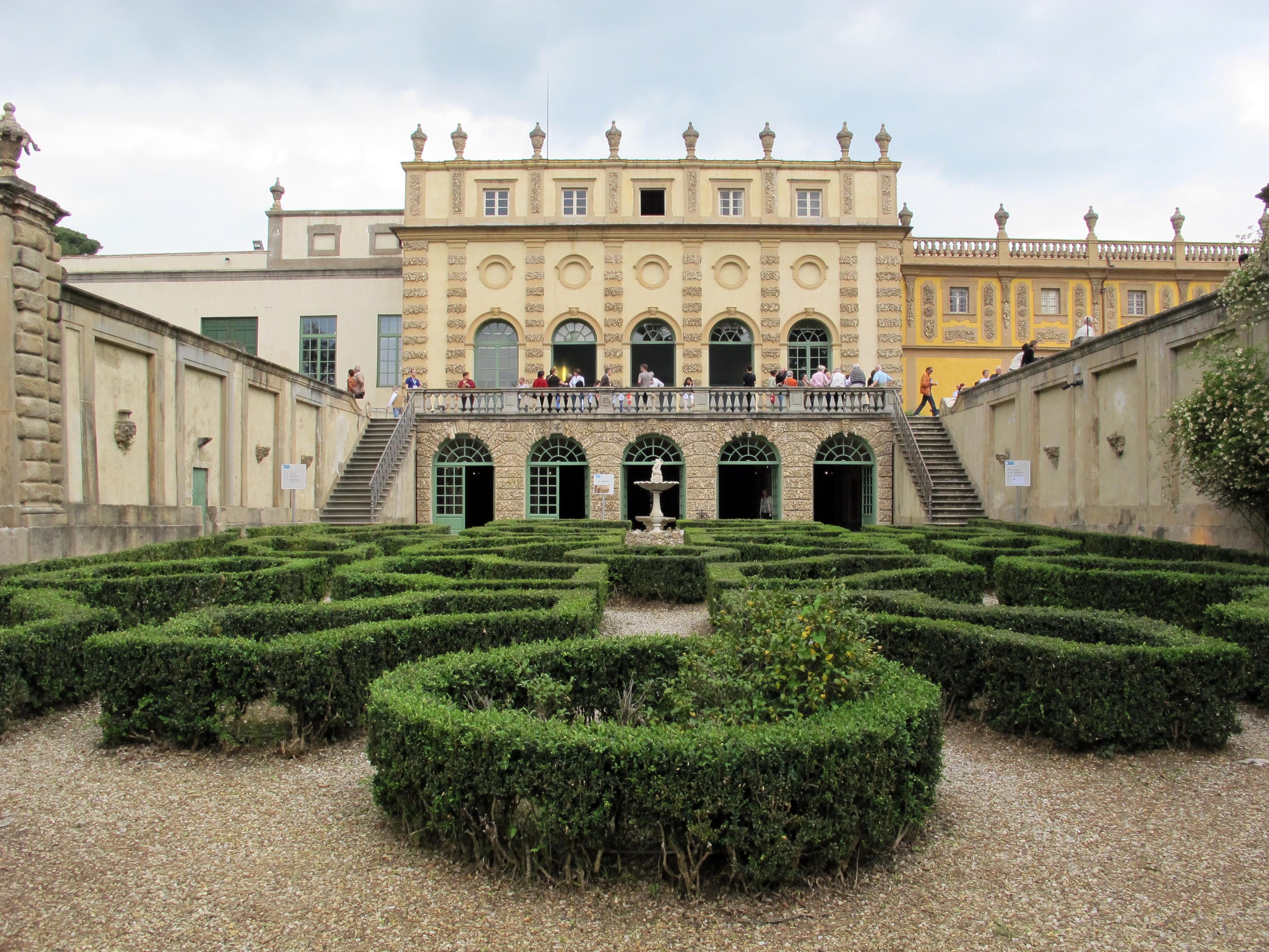 Die Villa Salviati liegt im florentinischen Ortsteil Il Cionfo, in den Bergen oberhalb der Stadt. Sailko, Villa salviati, limonaia 08, CC BY-SA 3.0