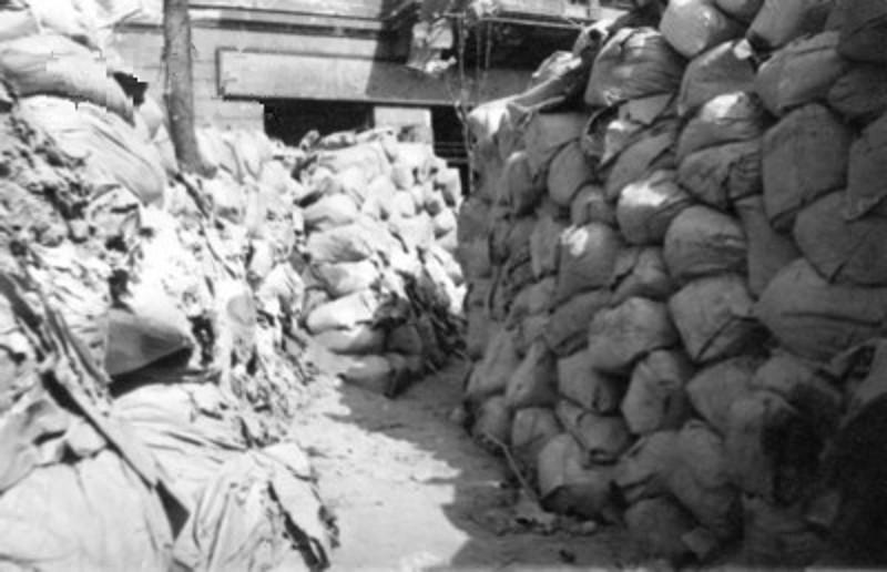 Znalezione obrazy dla zapytania barykada