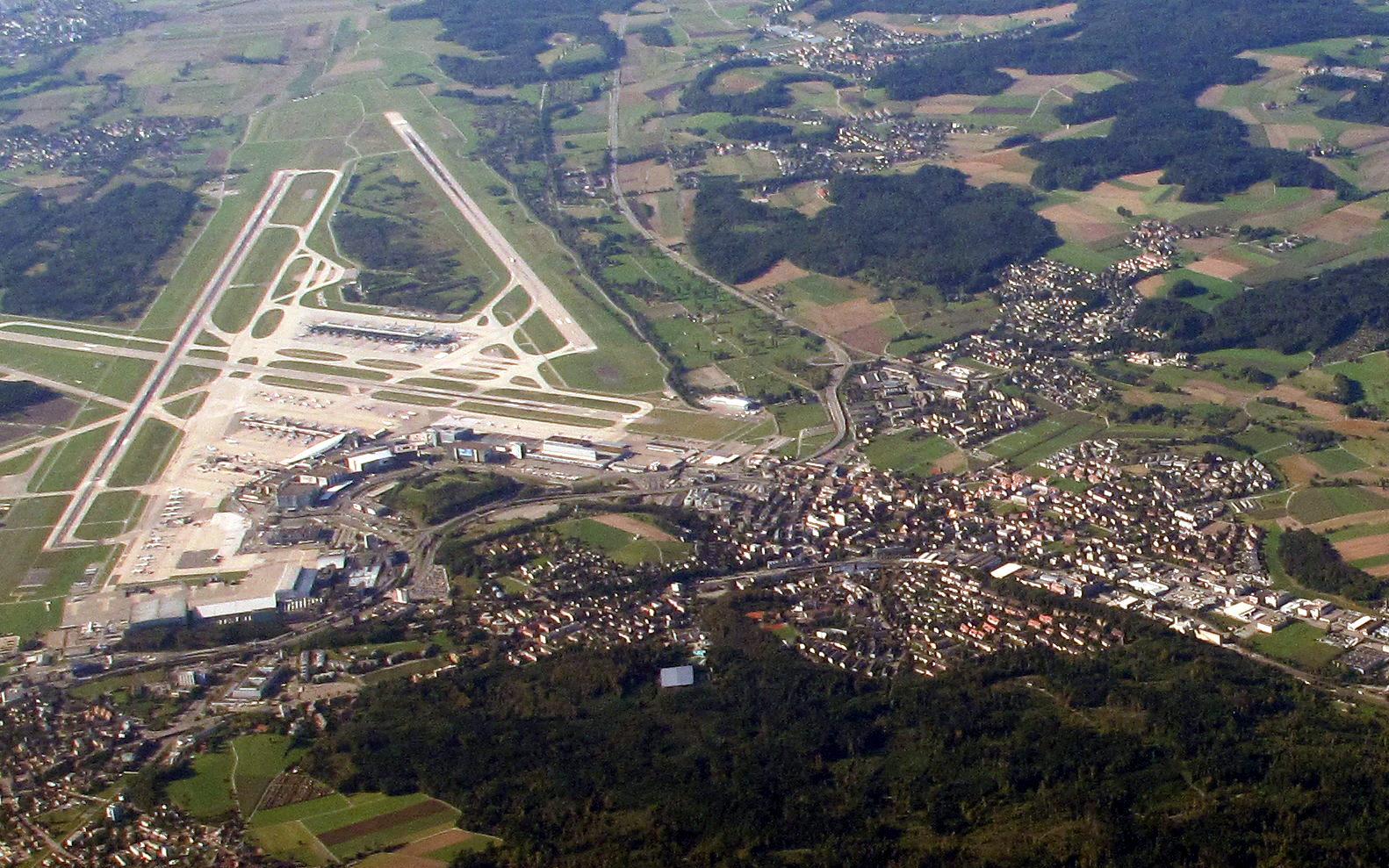 Aeroporto Zurigo Mappa : File zurich airport img b g wikimedia commons