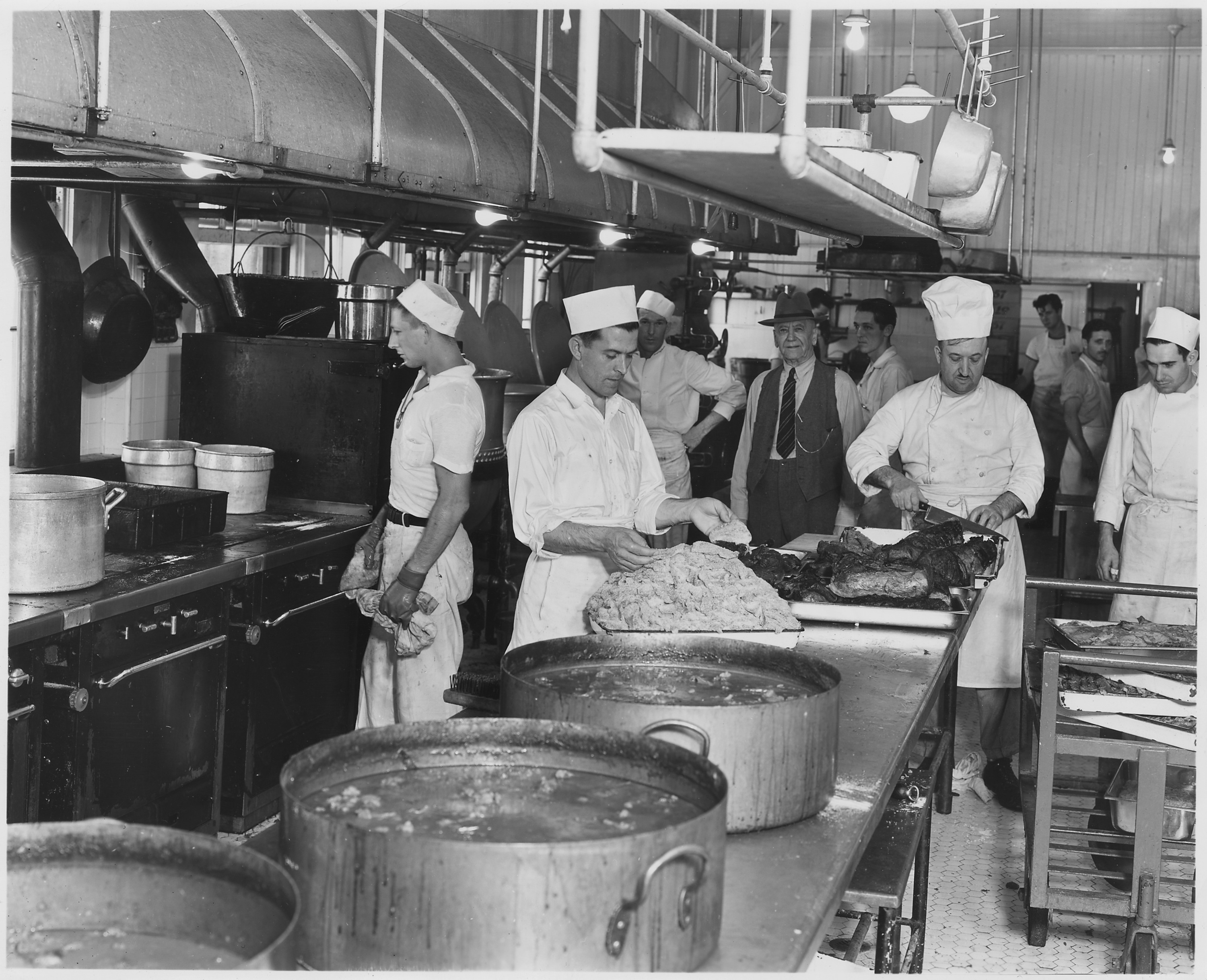 File Quot Cafeteria Manager Fred Bonn Us Navy Yard Mare