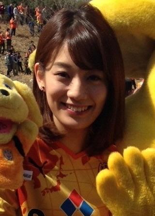 黄色のユニフォームを着ている佐藤美希
