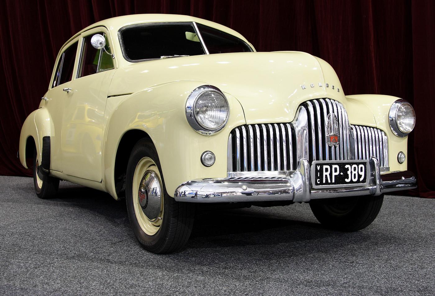Die Holden 48–215, waarna nie-amptelik ook as Holden FX verwys is, was GM-Holden se eerste plaaslik ontwikkelde motor wat in 1948 onder die naam Holden bemark is