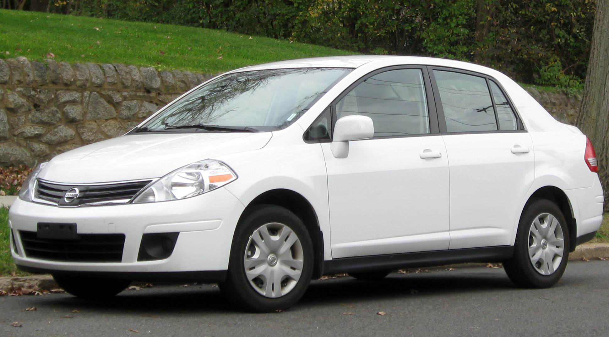 2006 nissan versa sedan related infomationspecifications weili other available interior features include on board computer electric vanachro Choice Image