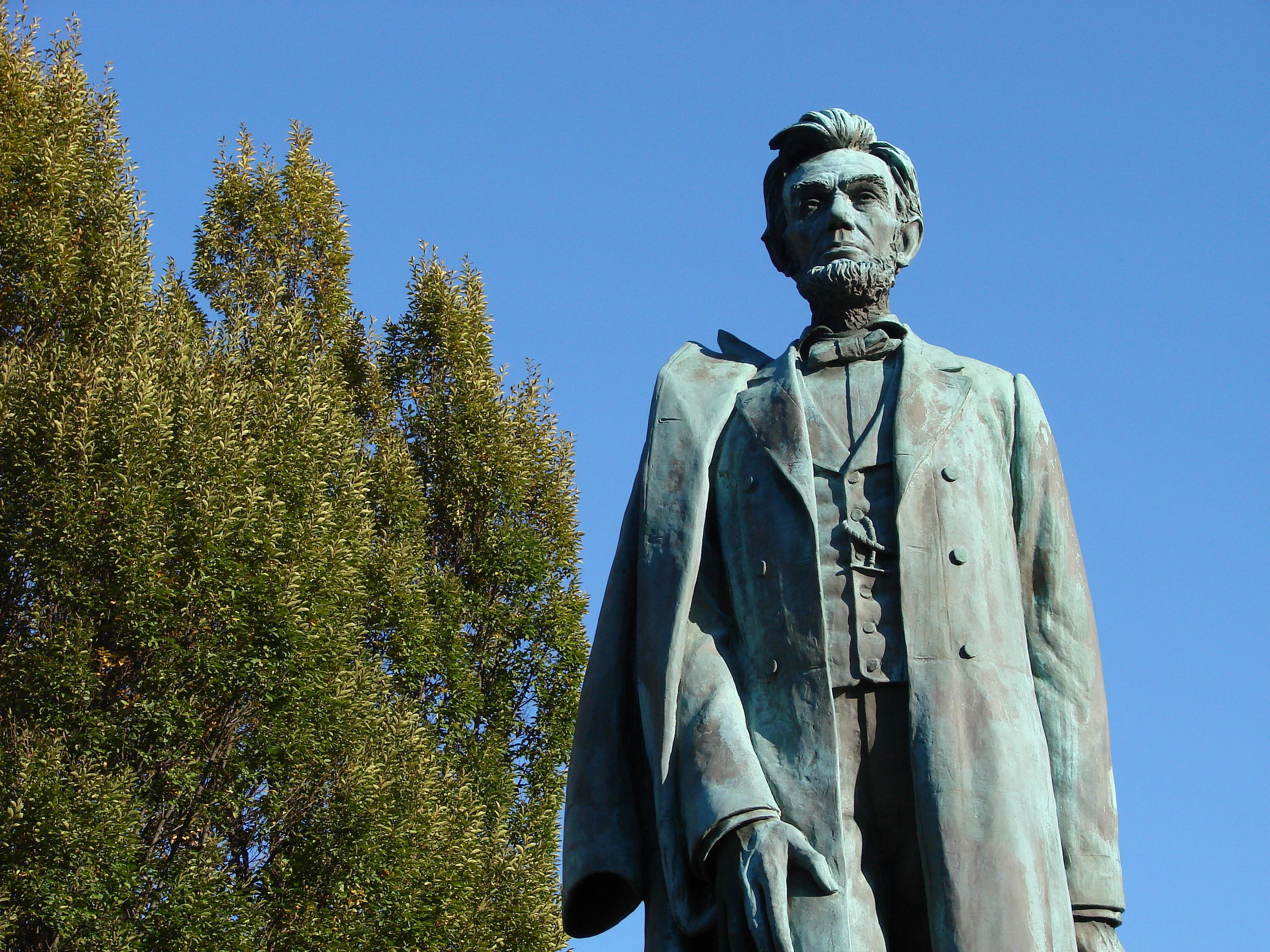 File Abraham Lincoln Statue In Downtown Spokane Wa Usa