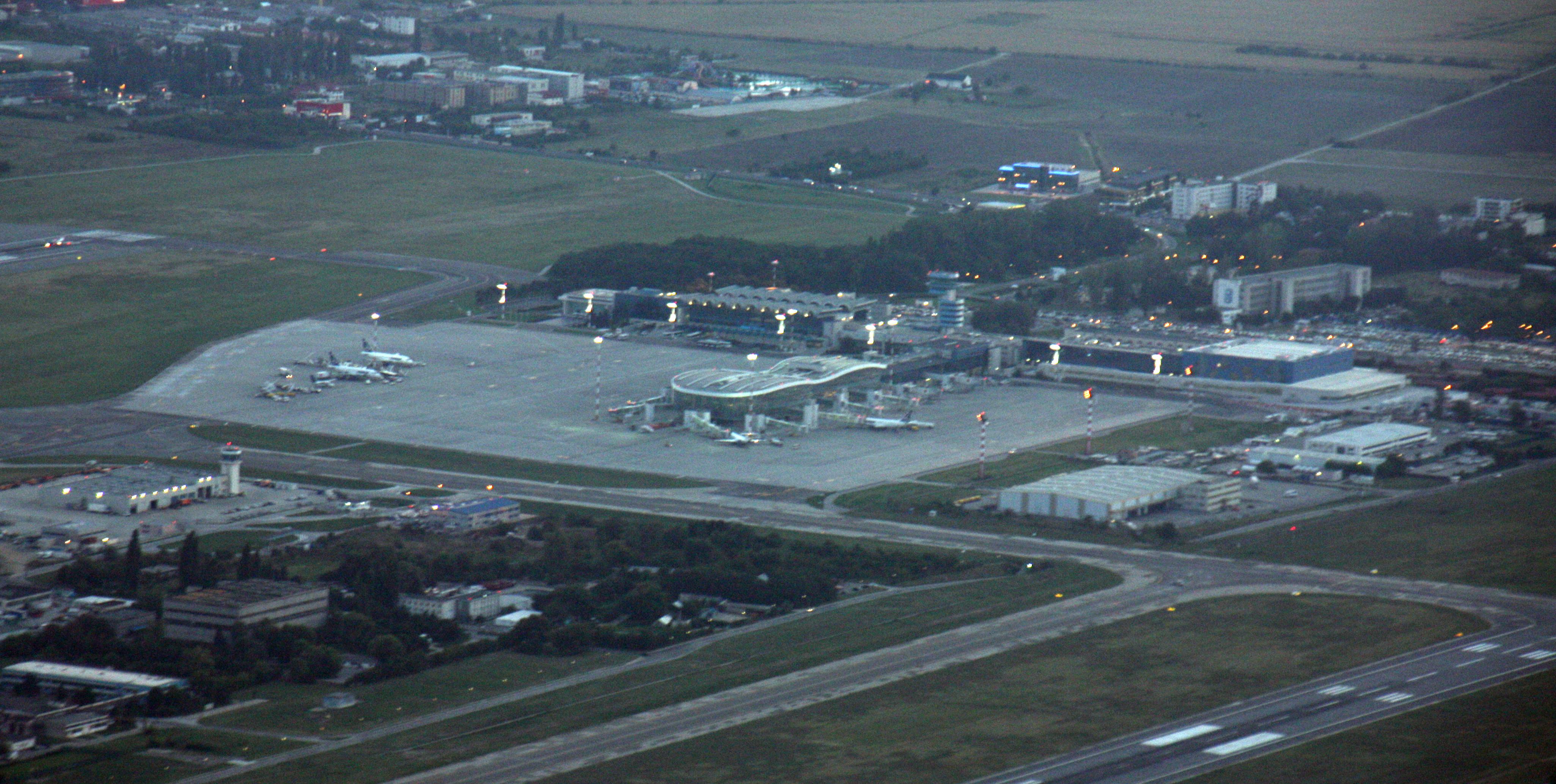 Aeroporto Bucarest : File aerial view henri coanda airport bucharest g