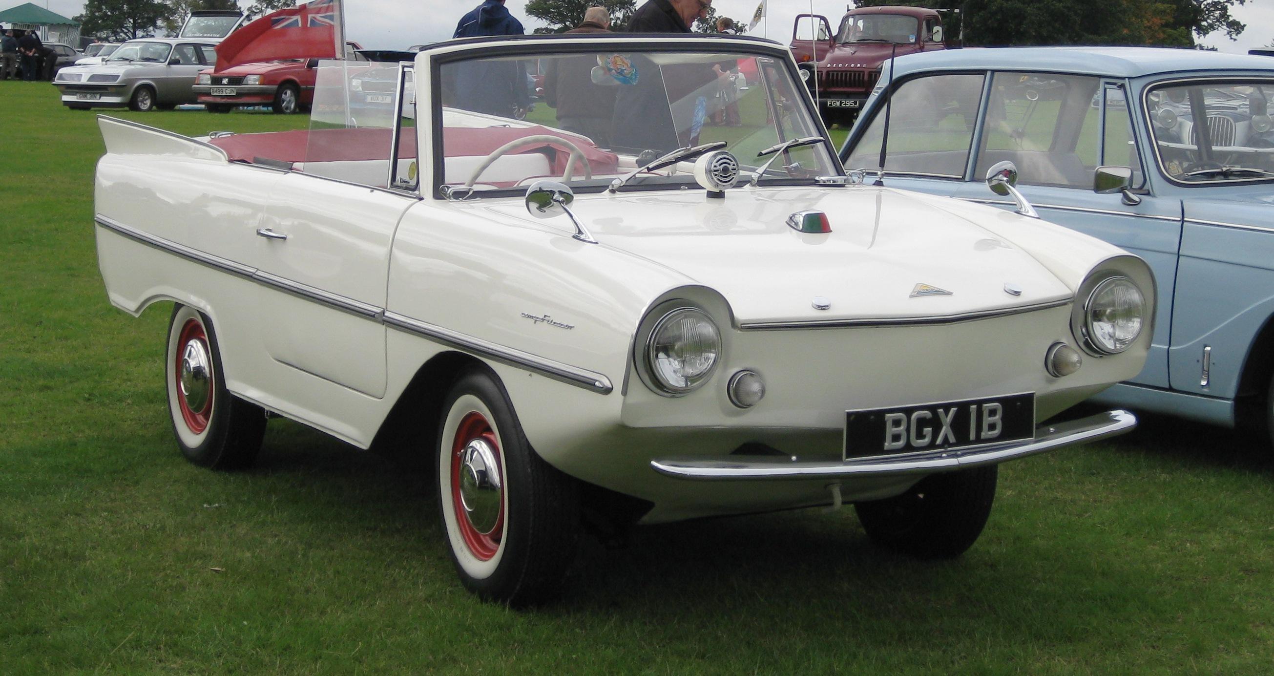 Amphicar_1964_1172cc_front_three_quarter
