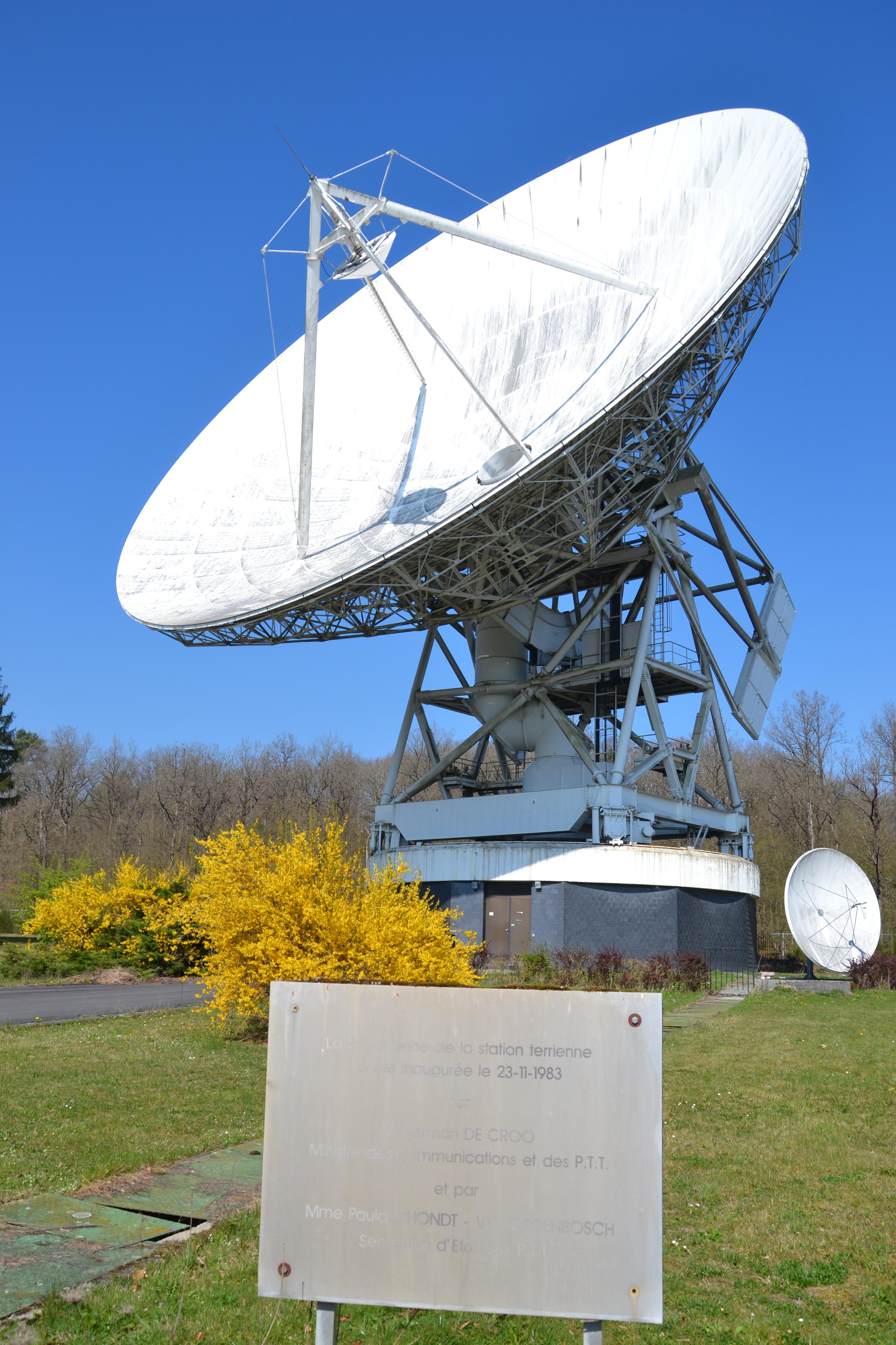 fichier:antenne parabolique 1983 — wikipédia