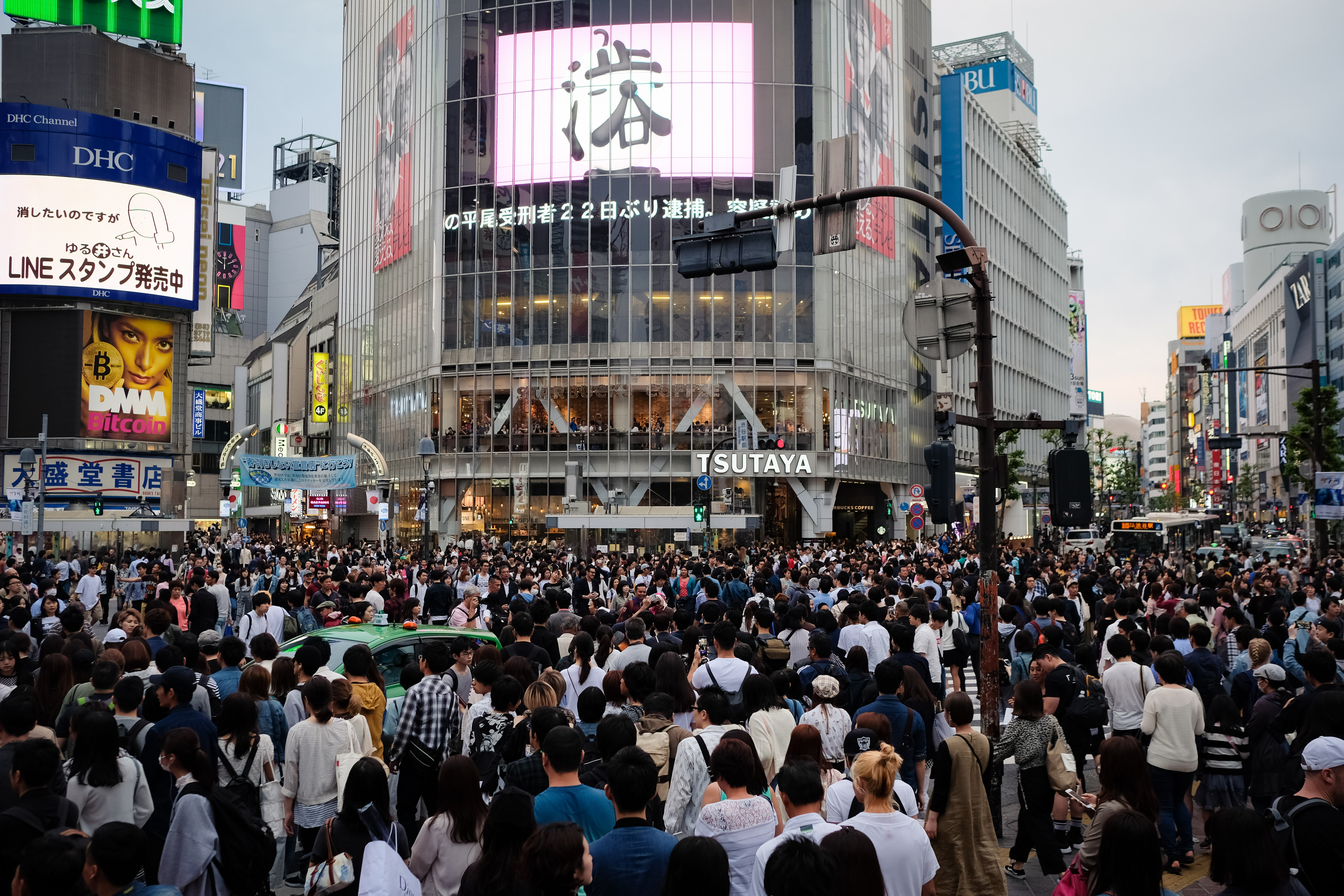 file apr 2018 shibuya crossing tokyo 43991089452 jpg wikimedia commons. Black Bedroom Furniture Sets. Home Design Ideas