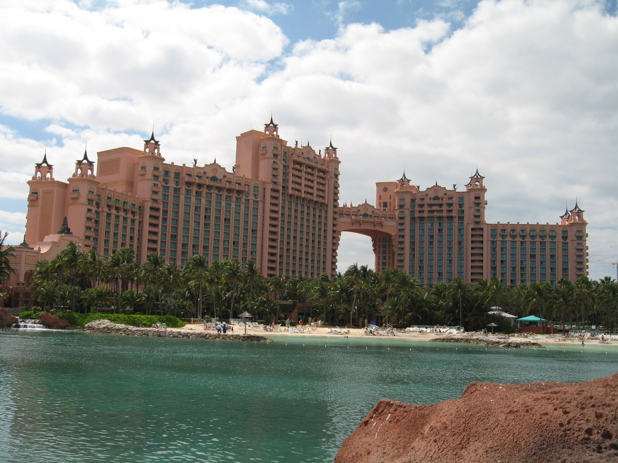 File Atlantis Paradise Island Hotel Jpg Wikimedia Commons