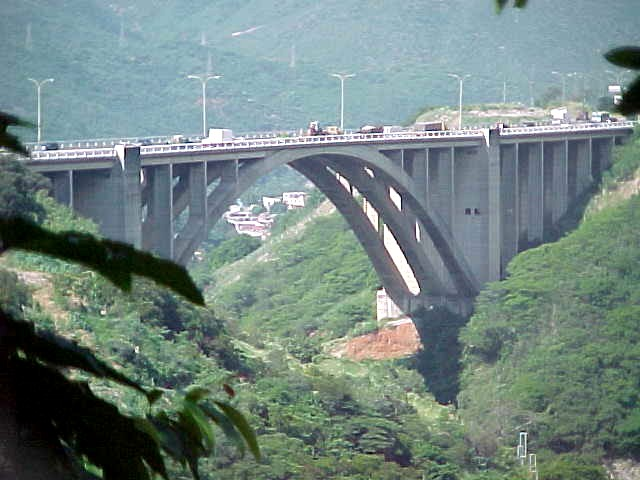 Archivo:Autopista Caracas - La Guaira dicembre 2000 029.jpg - Wikipedia, la  enciclopedia libre